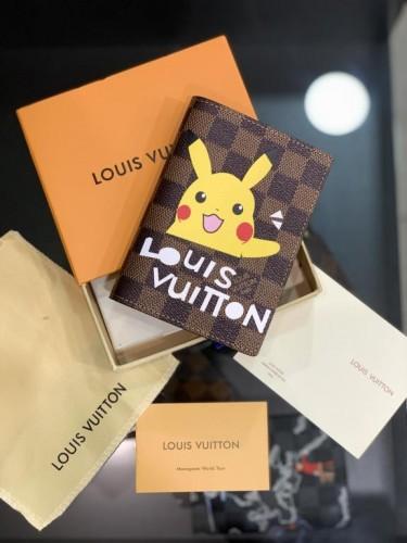 Обложка для паспорта Louis Vuitton коричневого цвета рисунок Пикачу
