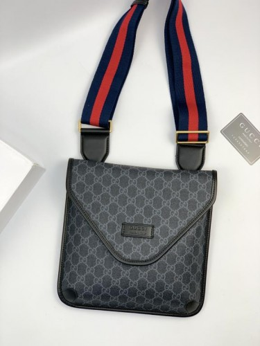 Сумка - планшетка Gucci серого цвета