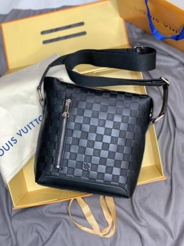Мессенджер Louis Vuitton черного цвета с боковой молнией