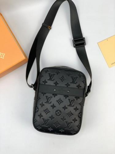 Мессенджер Louis Vuitton черный монограмм с плечевым ремнем